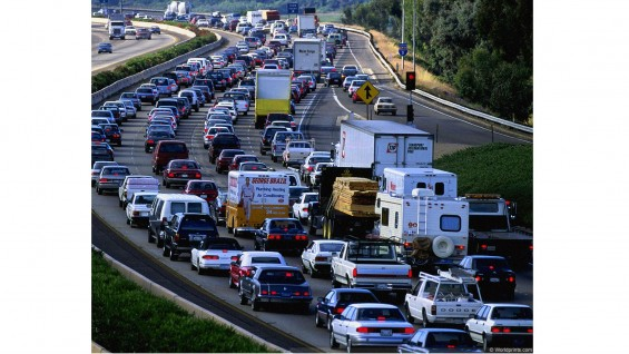 Overcrowded traffic in transportation networks