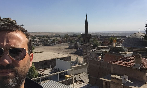 Because the Turkish military does not allow photographs of its destruction of the old city of Diyarbakir, I was advised by my hosts to takes selfies instead